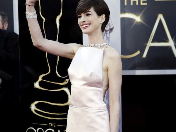 anne-hathaway-2013-oscars-2