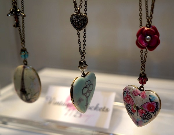 Lockets Betsey Johnson