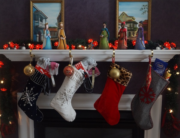 Christmas-stockings-Fireplace